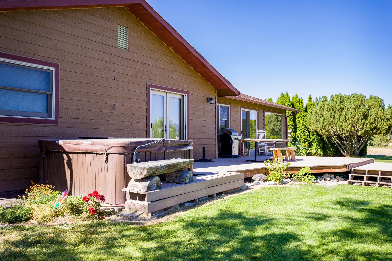 Front Lawn Deck & Hot Tub