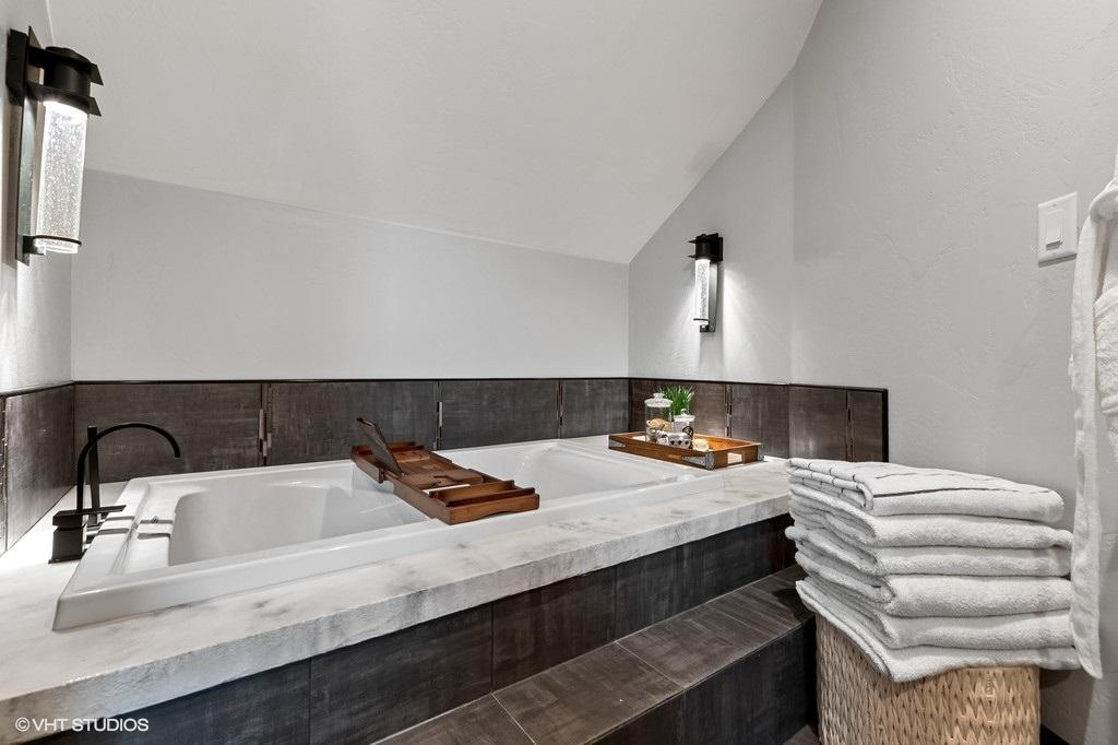 Upper Level Jetted Tub
