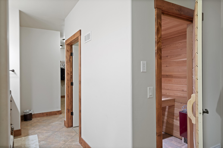 Master en-suite sauna