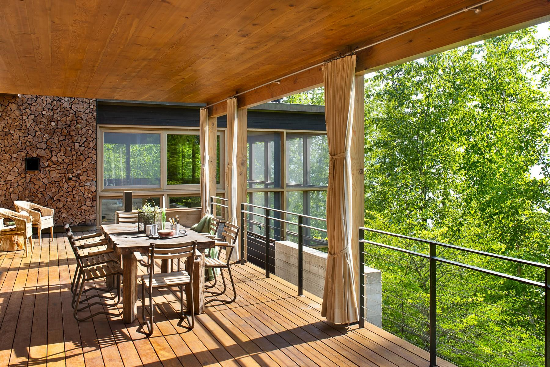 10.Main House Covered Deck (1)