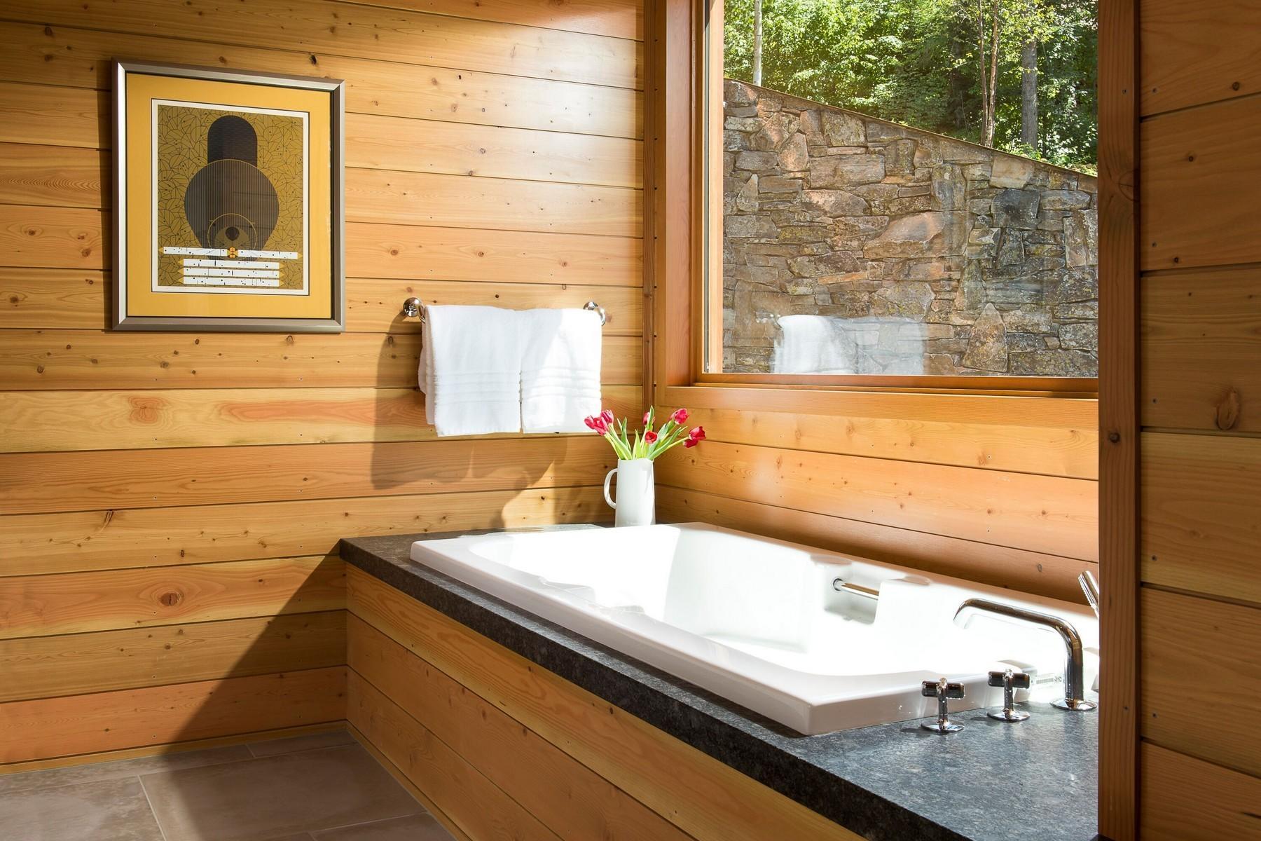 37.Lake House Bath 2 (1)