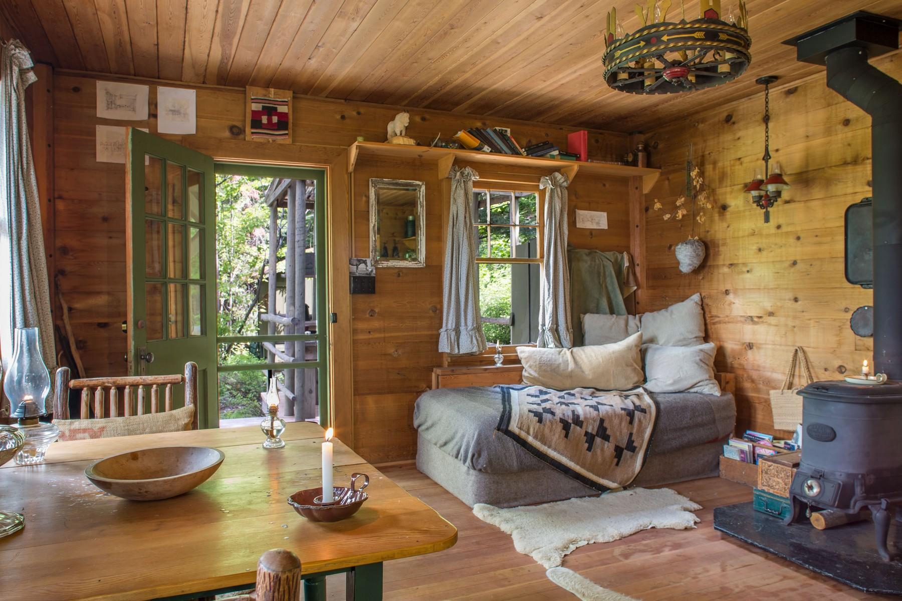 80.Deer Cabin Interior1 (1)