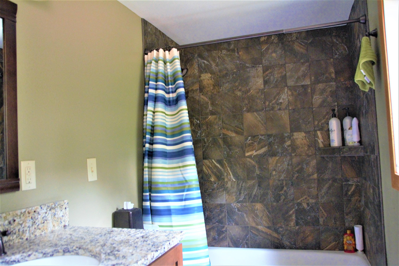 Cabin Main Floor Bath