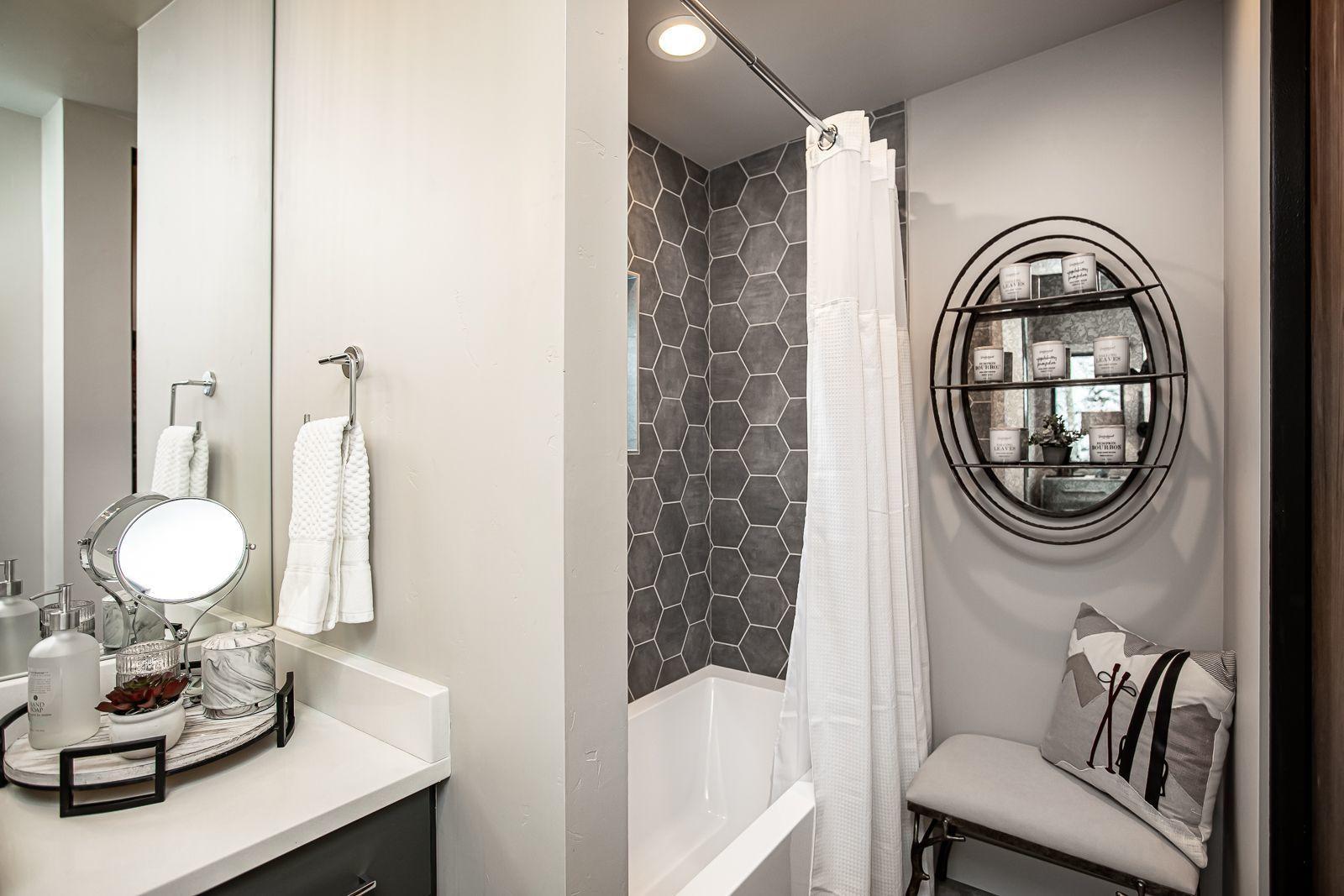 upper level bathroom 4