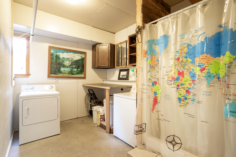 Garage Laundry/Shower