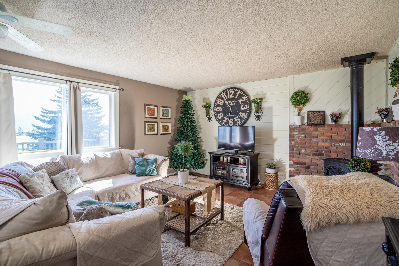Living Room w/ Propane Fireplace