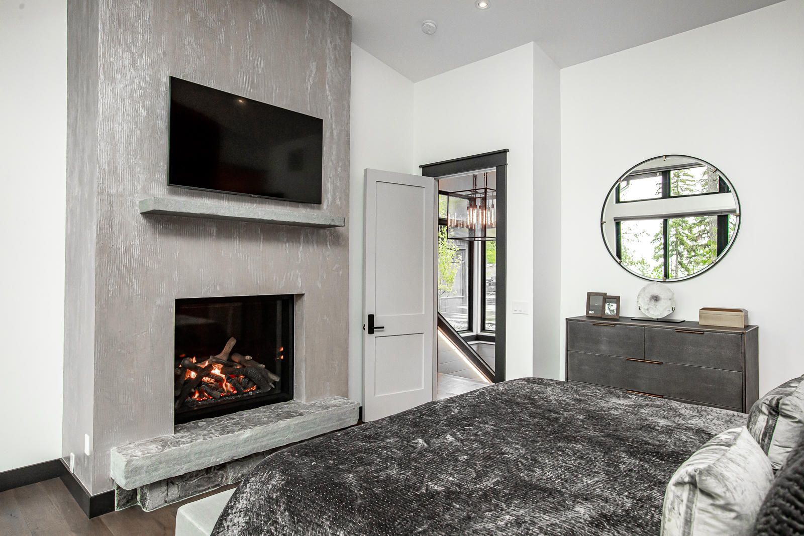 Bed 2 Fireplace