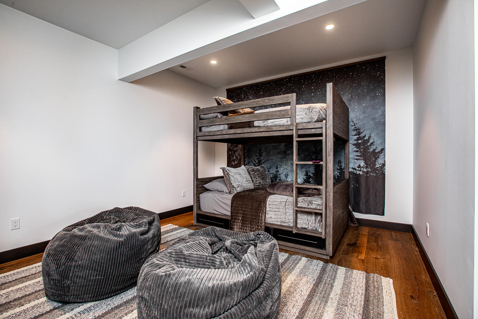 Bed 4 Bunk Area