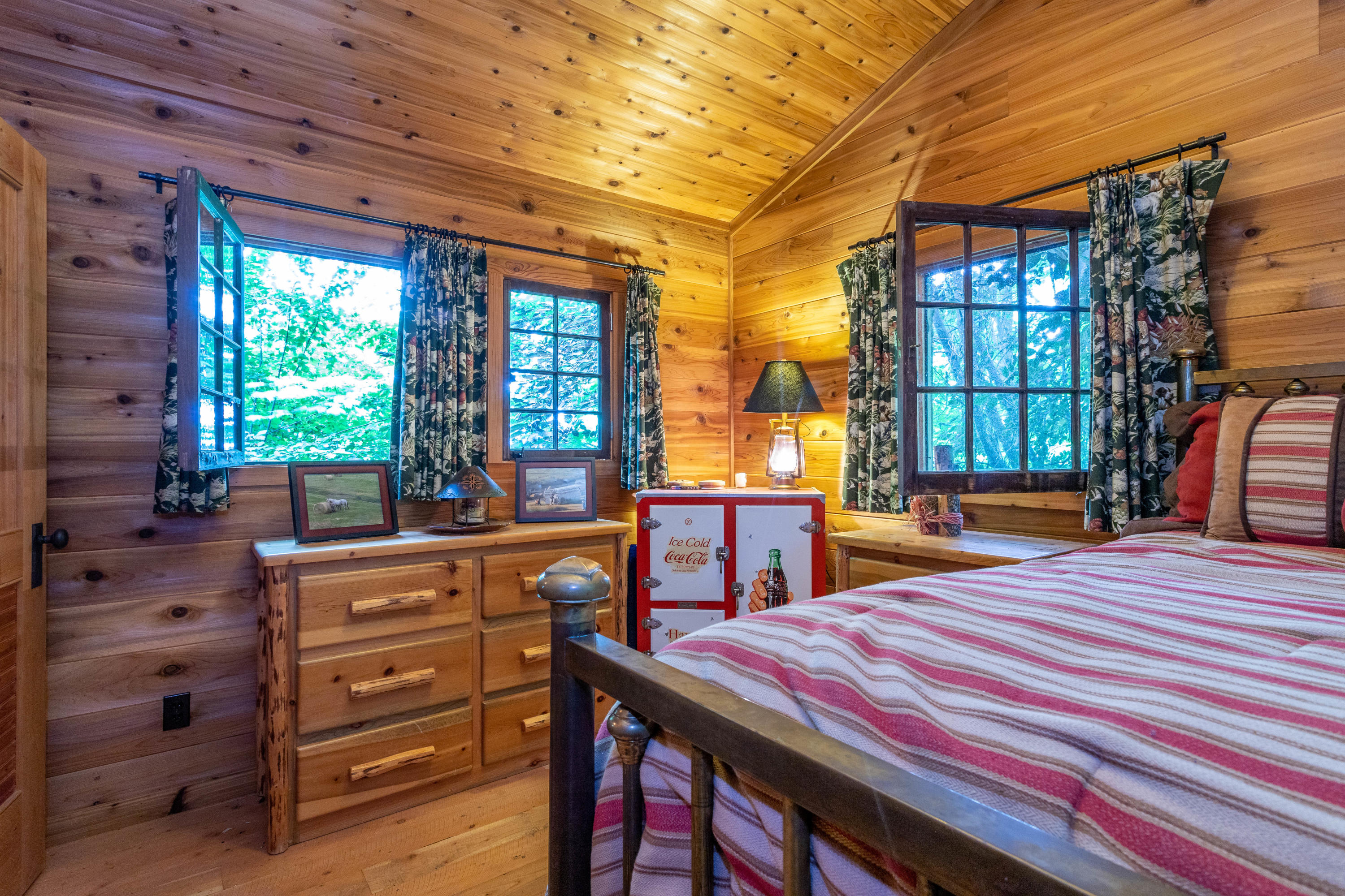 cabin 1 bed1