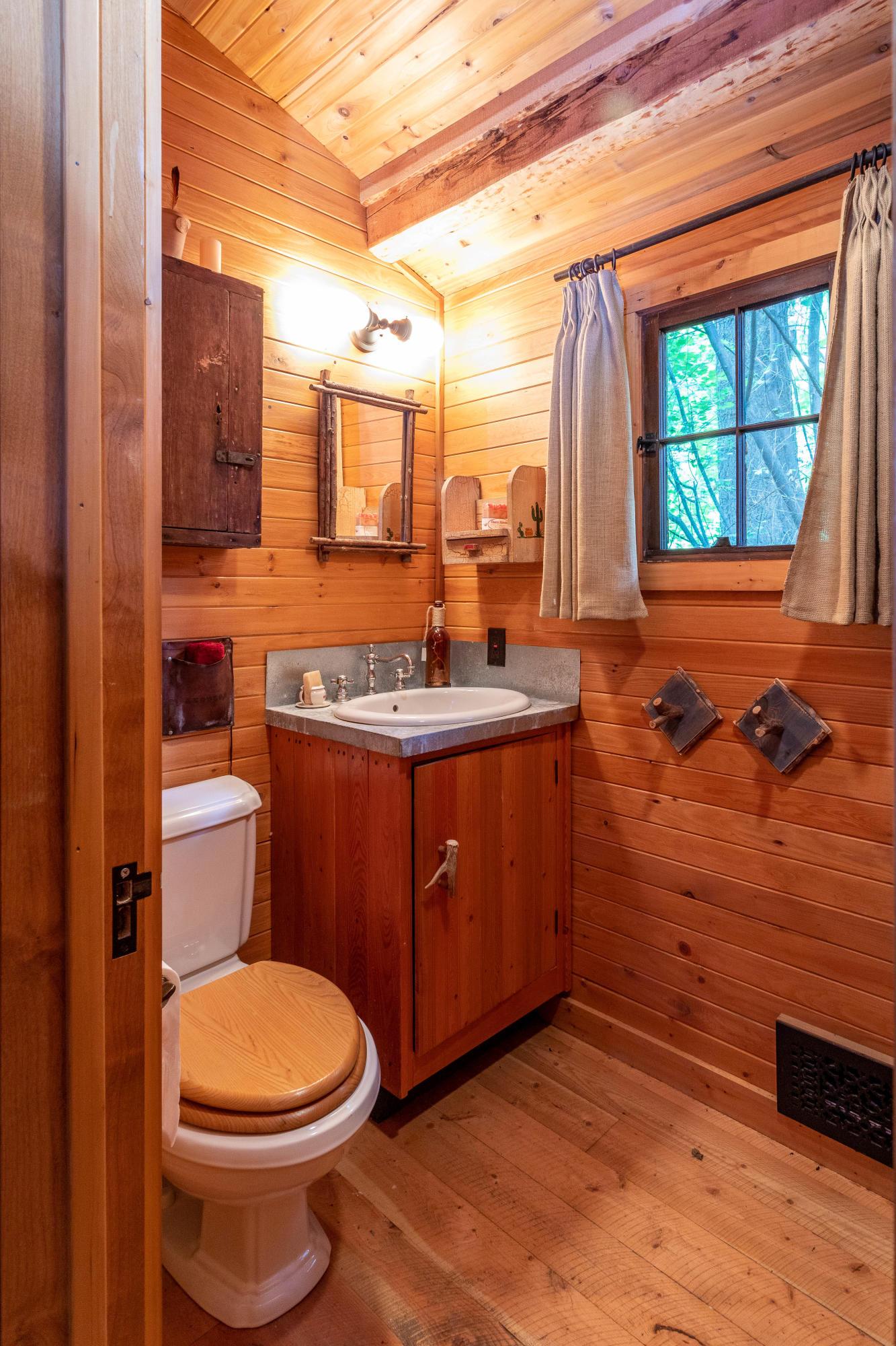 cabin 1  bath