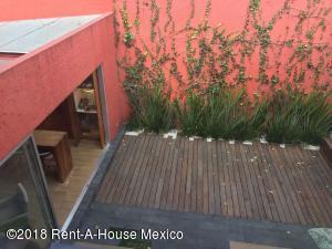 Casa En Ventaen Alvaro Obregón, Lomas De Santa Fe, Mexico, MX RAH: 18-75