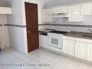 Casa En Venta En Cuajimalpa de Morelos - Cuajimalpa Código FLEX: 19-1273 No.0