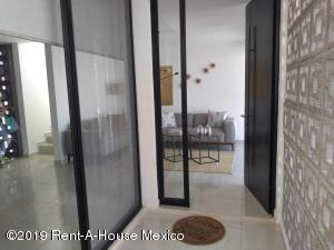 Casa En Venta En Corregidora En Canadas del Arroyo - Código: 20-558