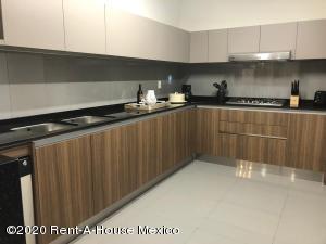 Departamento En Venta En Huixquilucan En Bosque Real - Código: 20-1535