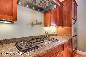 14_Kitchen Stove