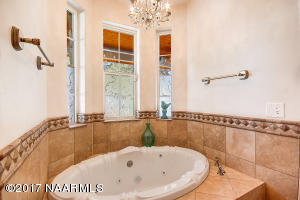 20_Master Bathtub