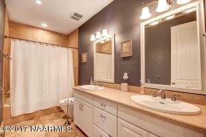 25_Guest Bathroom1