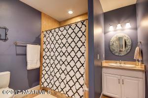 30_Guest Bathroom2