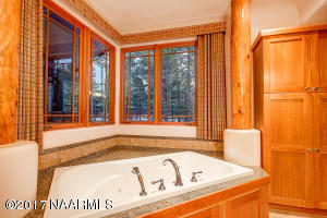 20_Twilight Master Bathtub