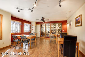 16_Dining and Wine Cellar