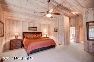 27_Master Bedroom1