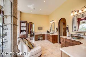 30_Master Bathroom2