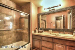 Guest Bathroom4