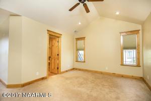 11_Master Bedroom1