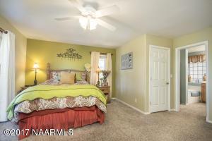 13_Master Bedroom2