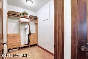 Guest Suite 2 Closet