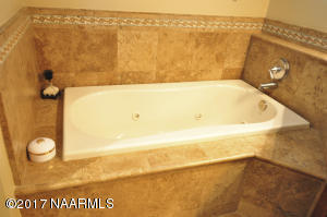 Owner\'s Suite Jetted Tub