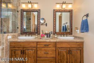 Owners Suite Dual Sinks