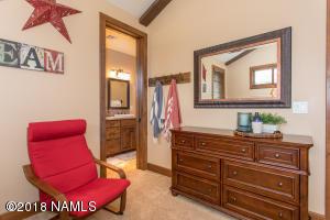 Guest Suite 2 With Ensuite Bath