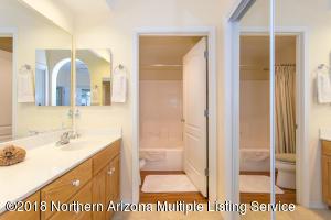 Owner\'s Bath w Dual Sinks
