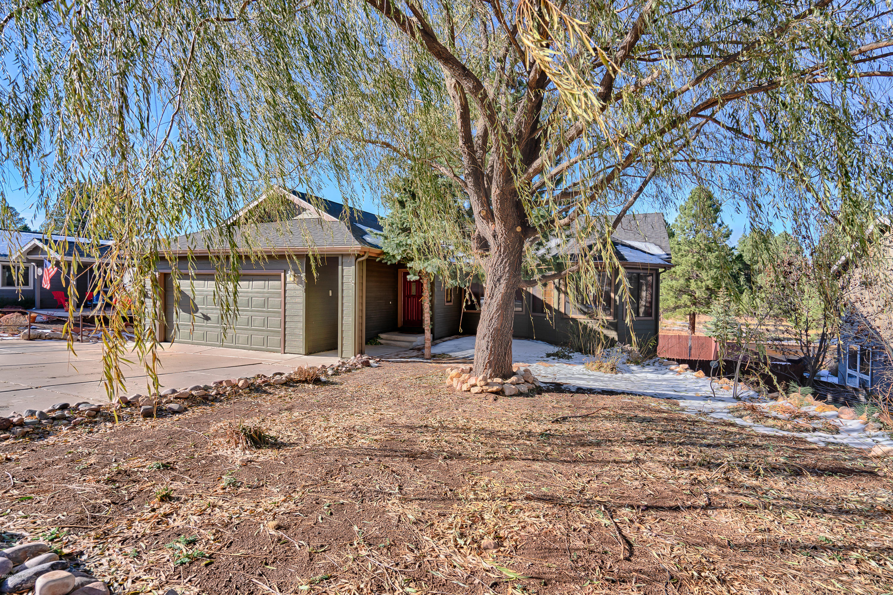 Photo of 218 E Mohawk Drive, Flagstaff, AZ 86005