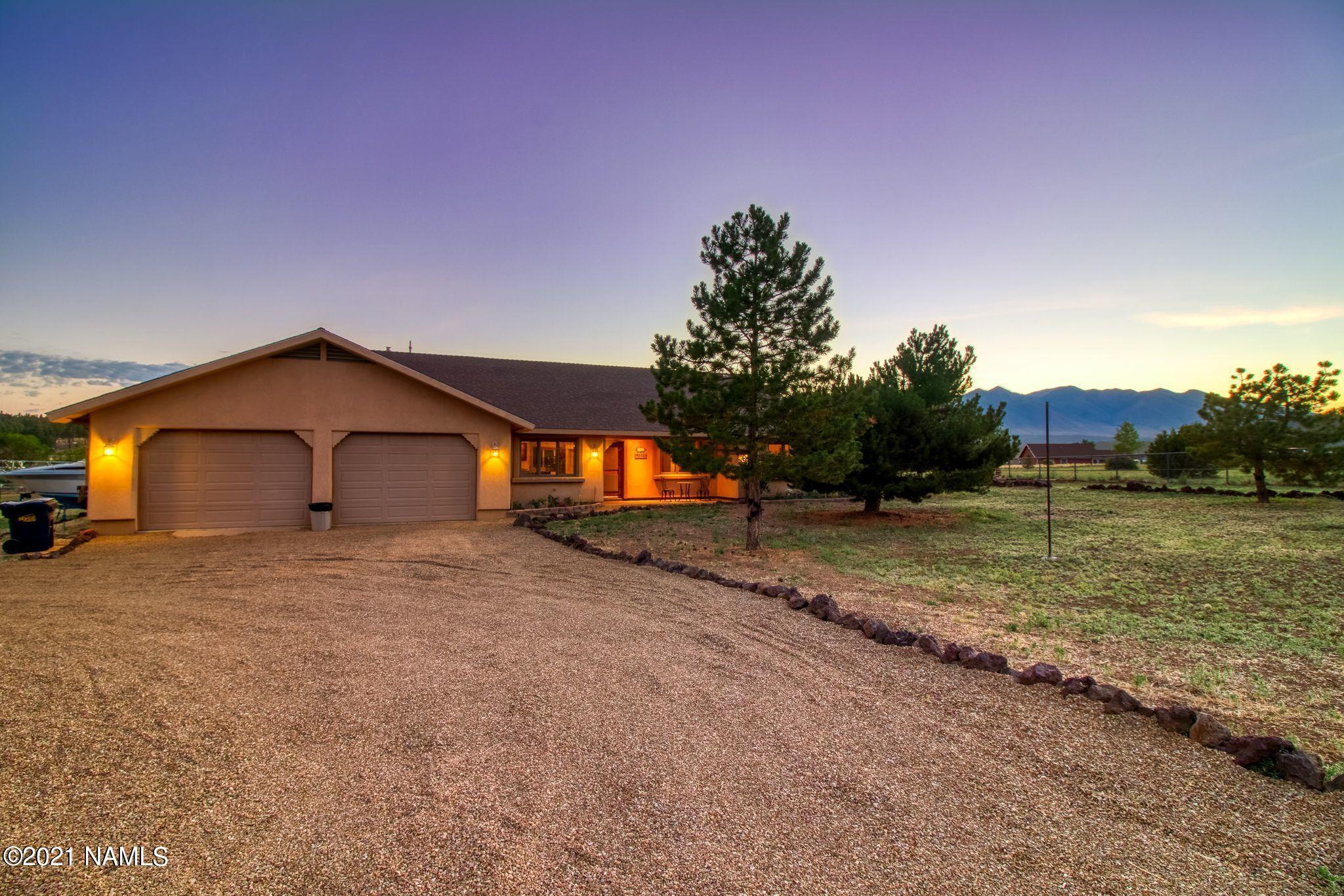 Photo of 8080 April Drive, Flagstaff, AZ 86004