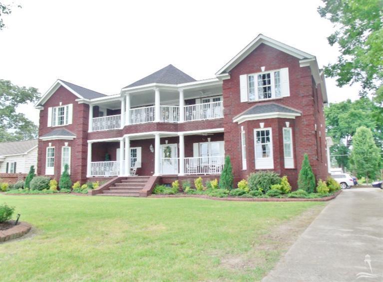 1904 Lakeshore Drive, Lake Waccamaw, North Carolina, 5 Bedrooms Bedrooms, 10 Rooms Rooms,4 BathroomsBathrooms,Single family residence,For sale,Lakeshore,20693279