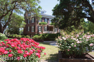 Single Family Home for Sale at 7903 Masonboro Sound Road Wilmington, North Carolina 28409 United States