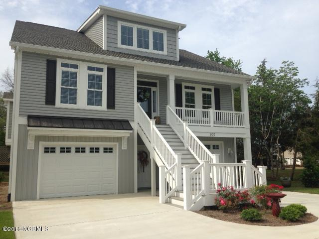 207 The Cape Boulevard,Wilmington,North Carolina,3 Bedrooms Bedrooms,10 Rooms Rooms,3 BathroomsBathrooms,Single family residence,The Cape,100010603