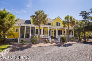 Single Family Home for Sale at 414 Yaupon Drive Southport, North Carolina 28461 United States