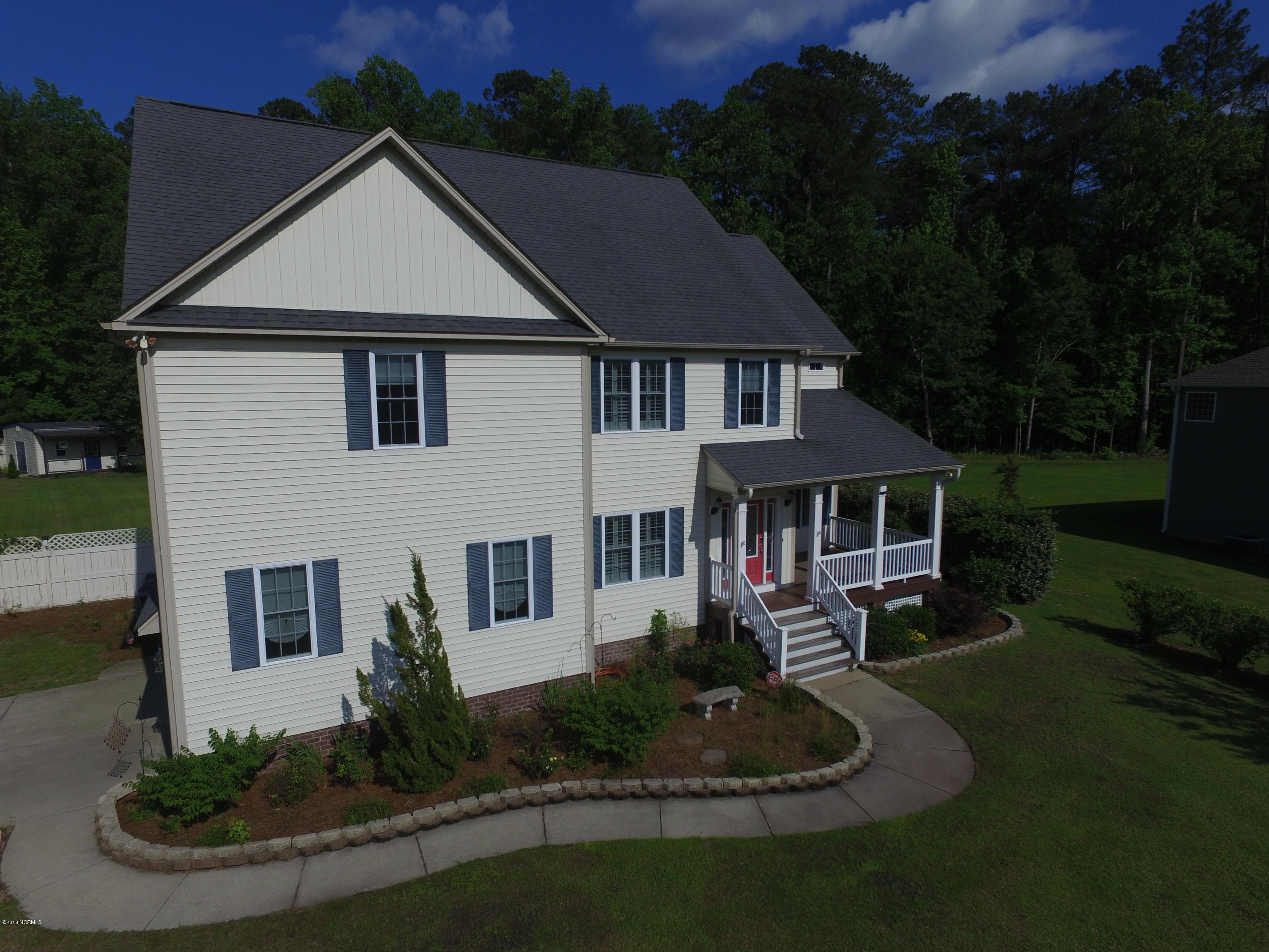 300 Calico Drive,New Bern,North Carolina,5 Bedrooms Bedrooms,13 Rooms Rooms,4 BathroomsBathrooms,Single family residence,Calico,100094582