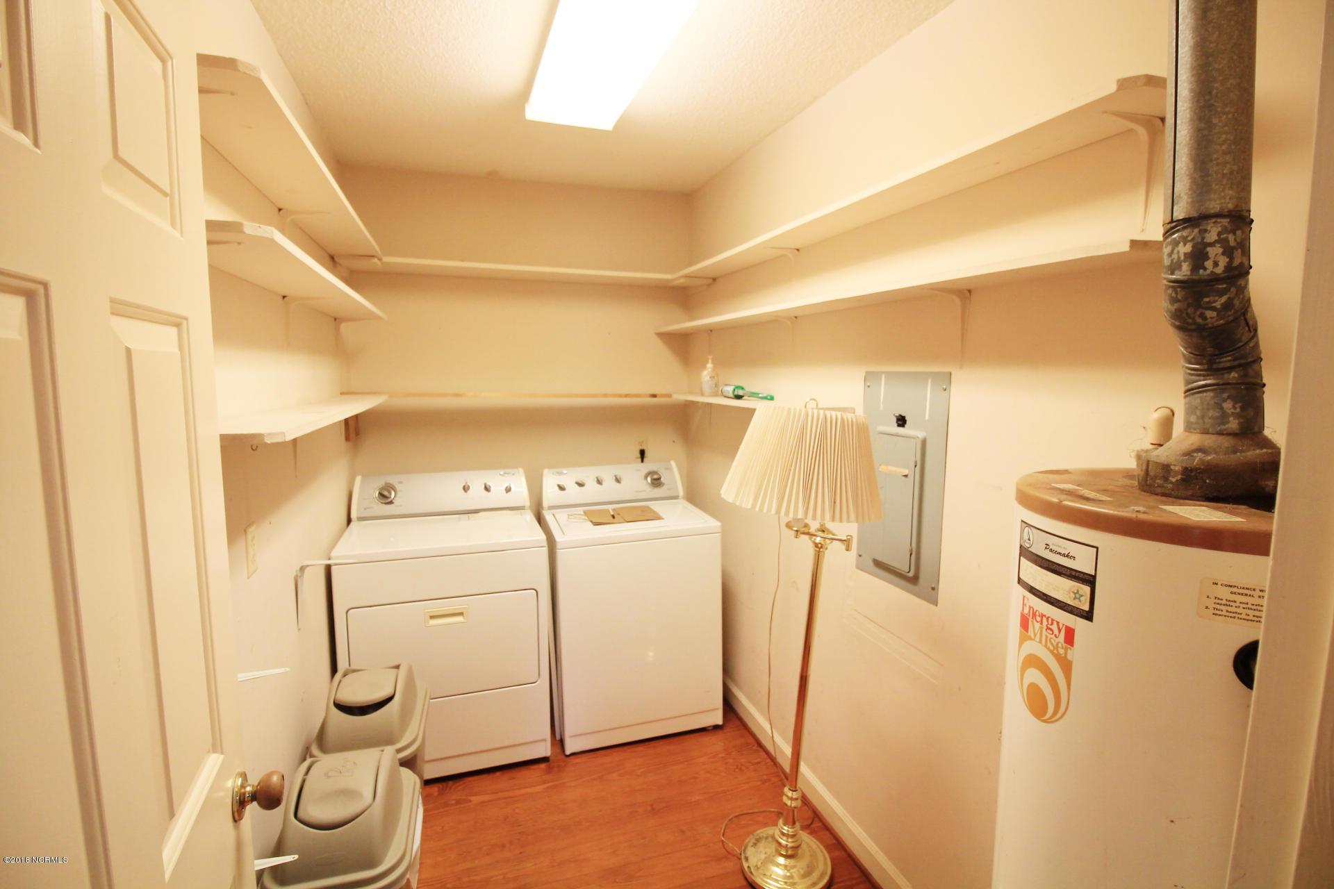 114 Isabella Avenue, Washington, North Carolina, 3 Bedrooms Bedrooms, 7 Rooms Rooms,3 BathroomsBathrooms,Single family residence,For sale,Isabella,100129800