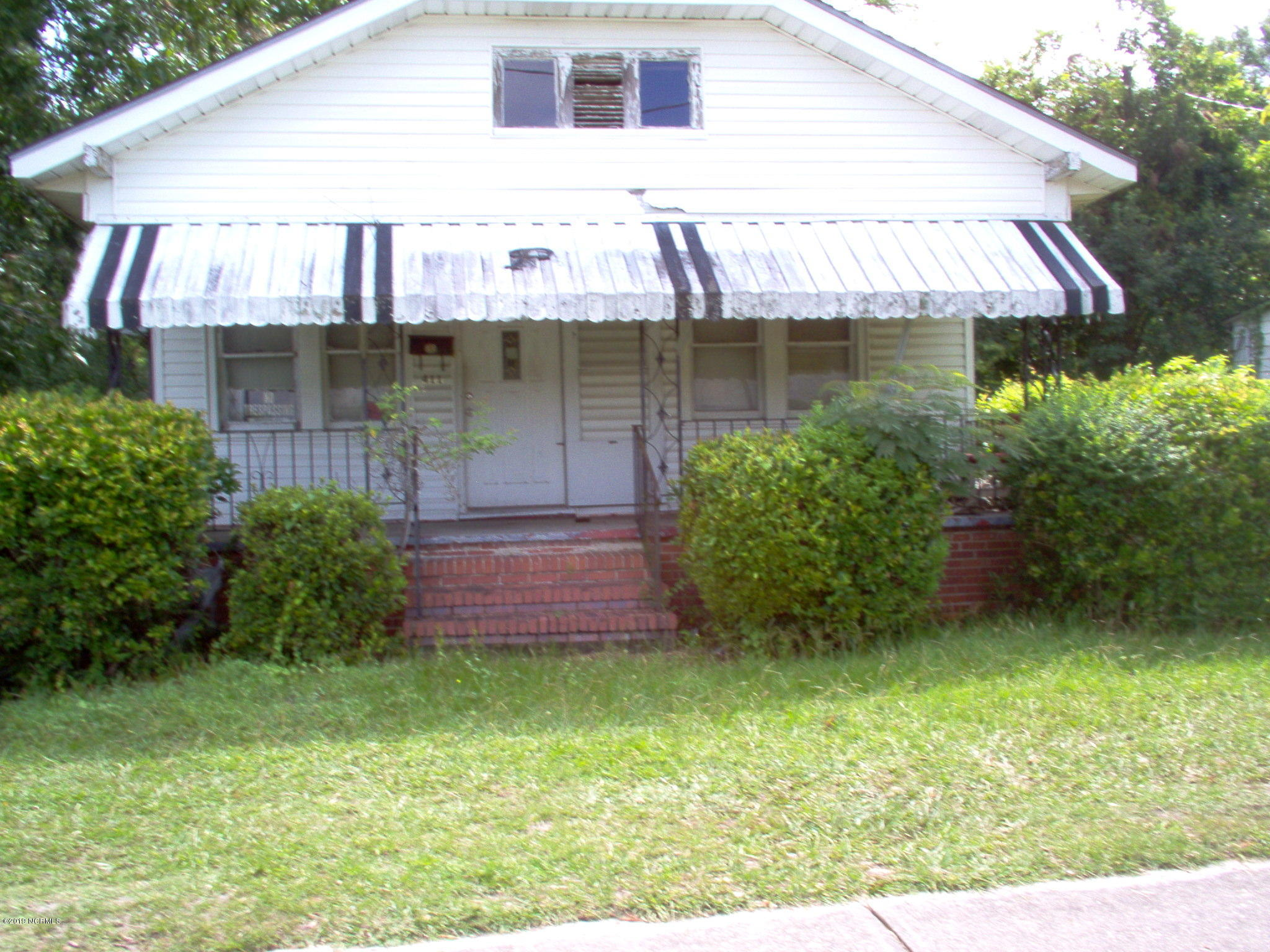 411 13th Street, Wilmington, North Carolina 28401, 3 Bedrooms Bedrooms, 7 Rooms Rooms,1 BathroomBathrooms,Single family residence,For sale,13th,100150040