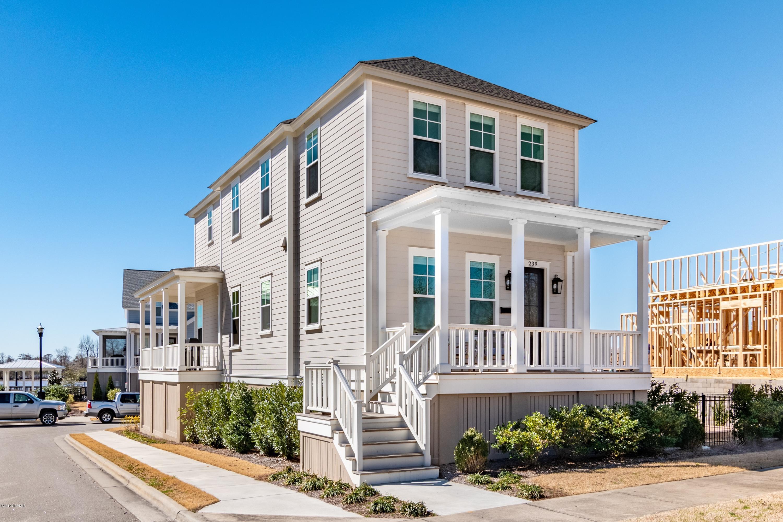 239 Water Street, Washington, North Carolina, 3 Bedrooms Bedrooms, 9 Rooms Rooms,2 BathroomsBathrooms,Single family residence,For sale,Water,100152232