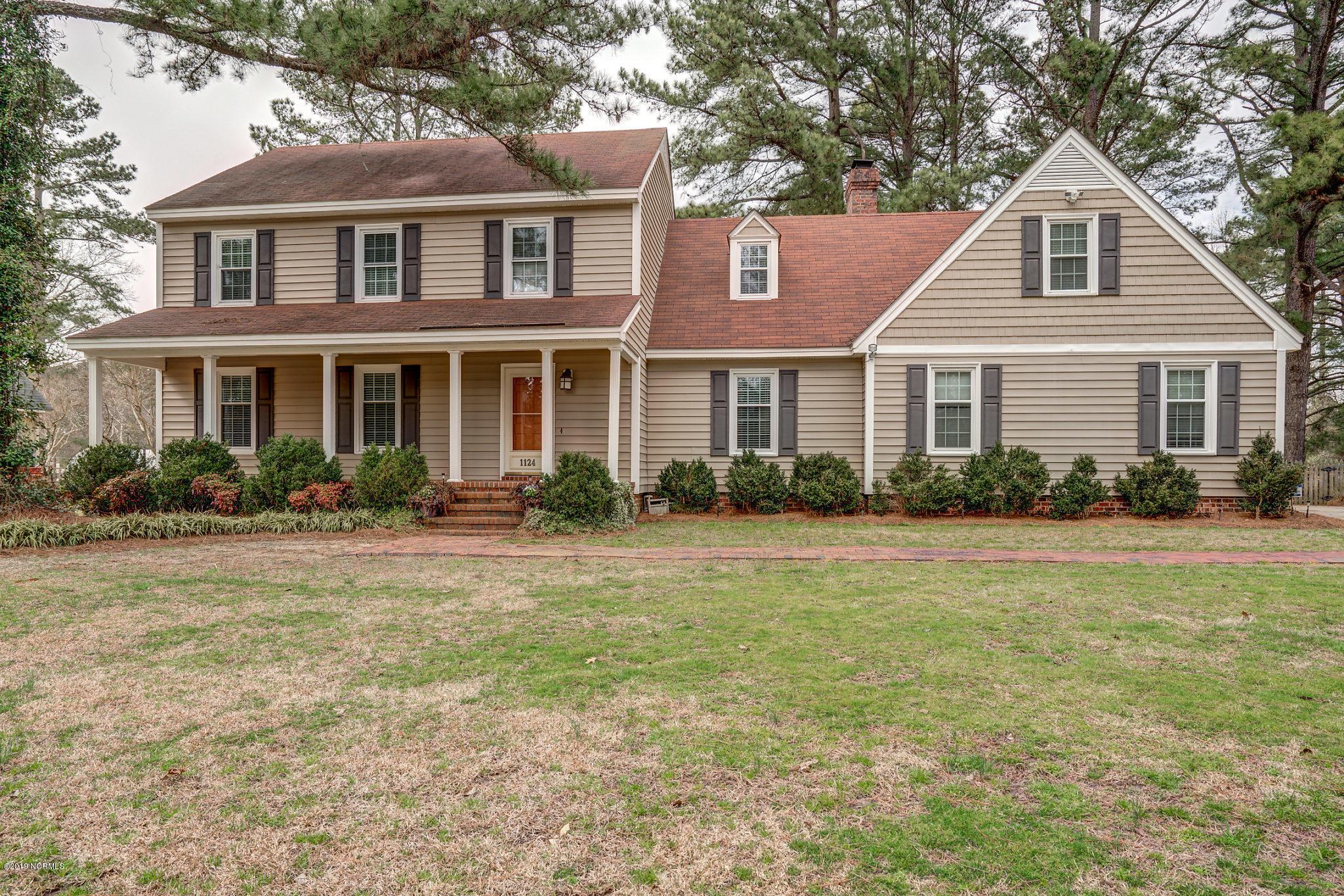 1124 Mashie Lane, Rocky Mount, North Carolina, 4 Bedrooms Bedrooms, 8 Rooms Rooms,2 BathroomsBathrooms,For sale,Mashie,100154517