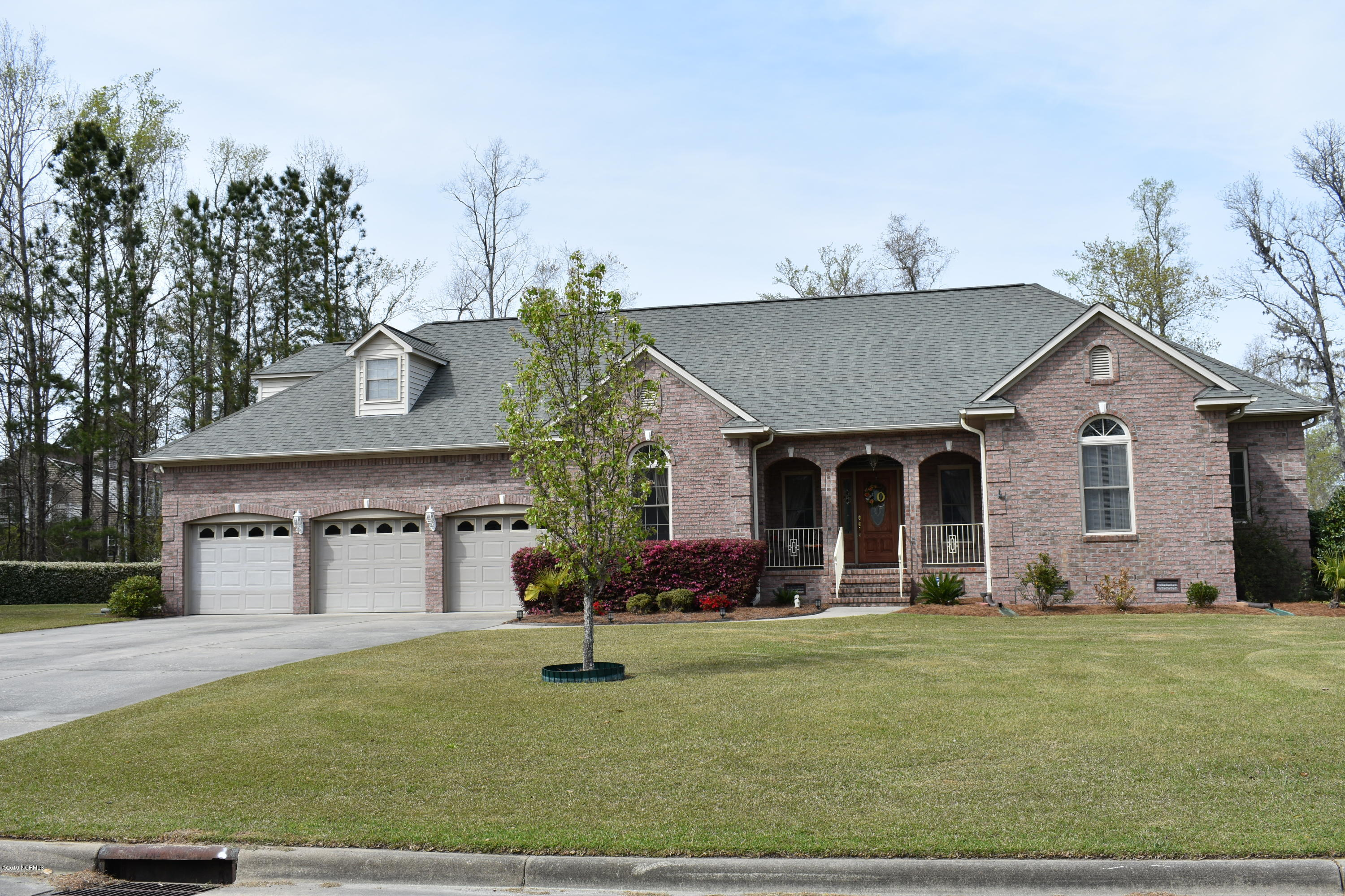 303 Neuse Harbour Boulevard, New Bern, North Carolina, 4 Bedrooms Bedrooms, 9 Rooms Rooms,4 BathroomsBathrooms,Single family residence,For sale,Neuse Harbour,100158140