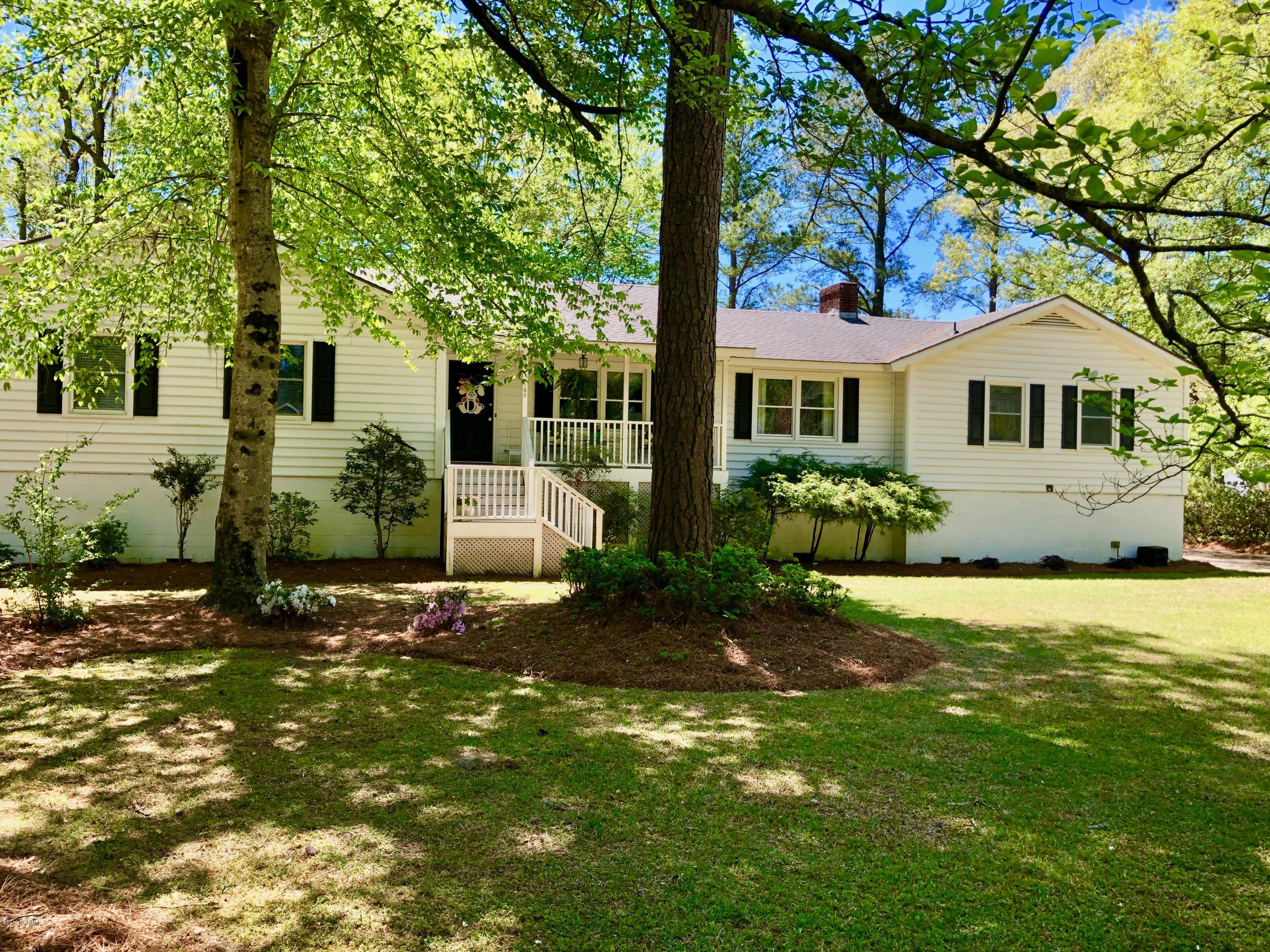Property for sale at 105 Country Place, Washington,  North Carolina 27889