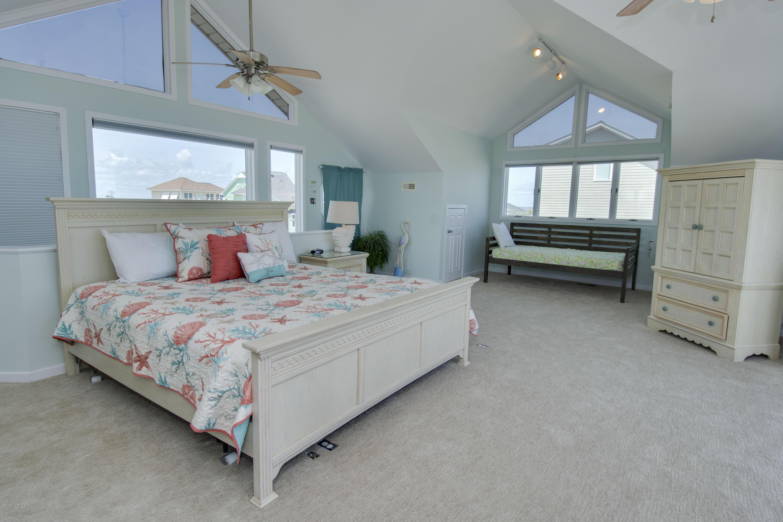 701 Ocean Drive, Emerald Isle, North Carolina 28594, 3 Bedrooms Bedrooms, 7 Rooms Rooms,4 BathroomsBathrooms,Single family residence,For sale,Ocean,100164920
