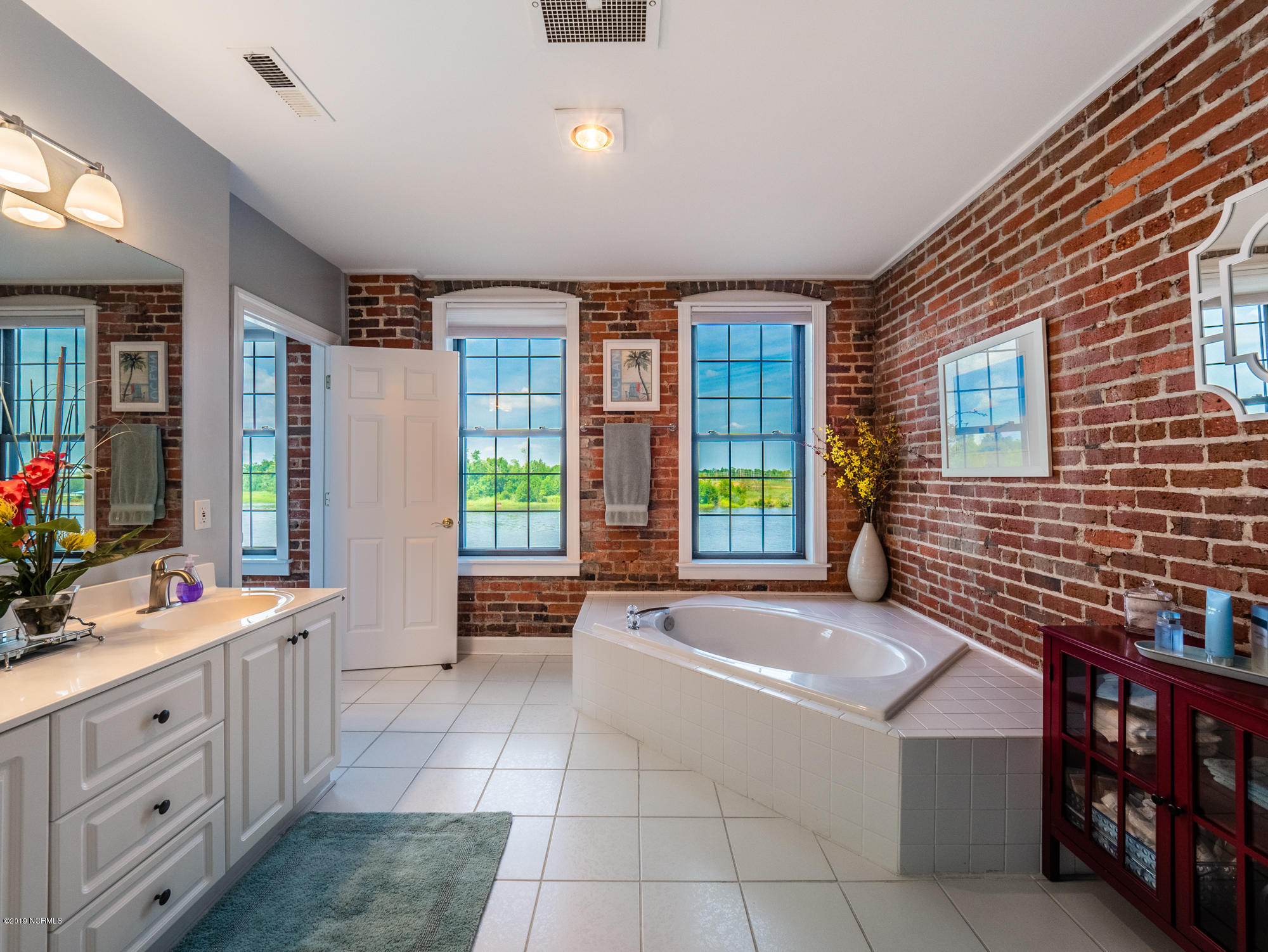 18 Water Street, Wilmington, North Carolina 28401, 3 Bedrooms Bedrooms, 7 Rooms Rooms,3 BathroomsBathrooms,Condominium,For sale,Water,100176334