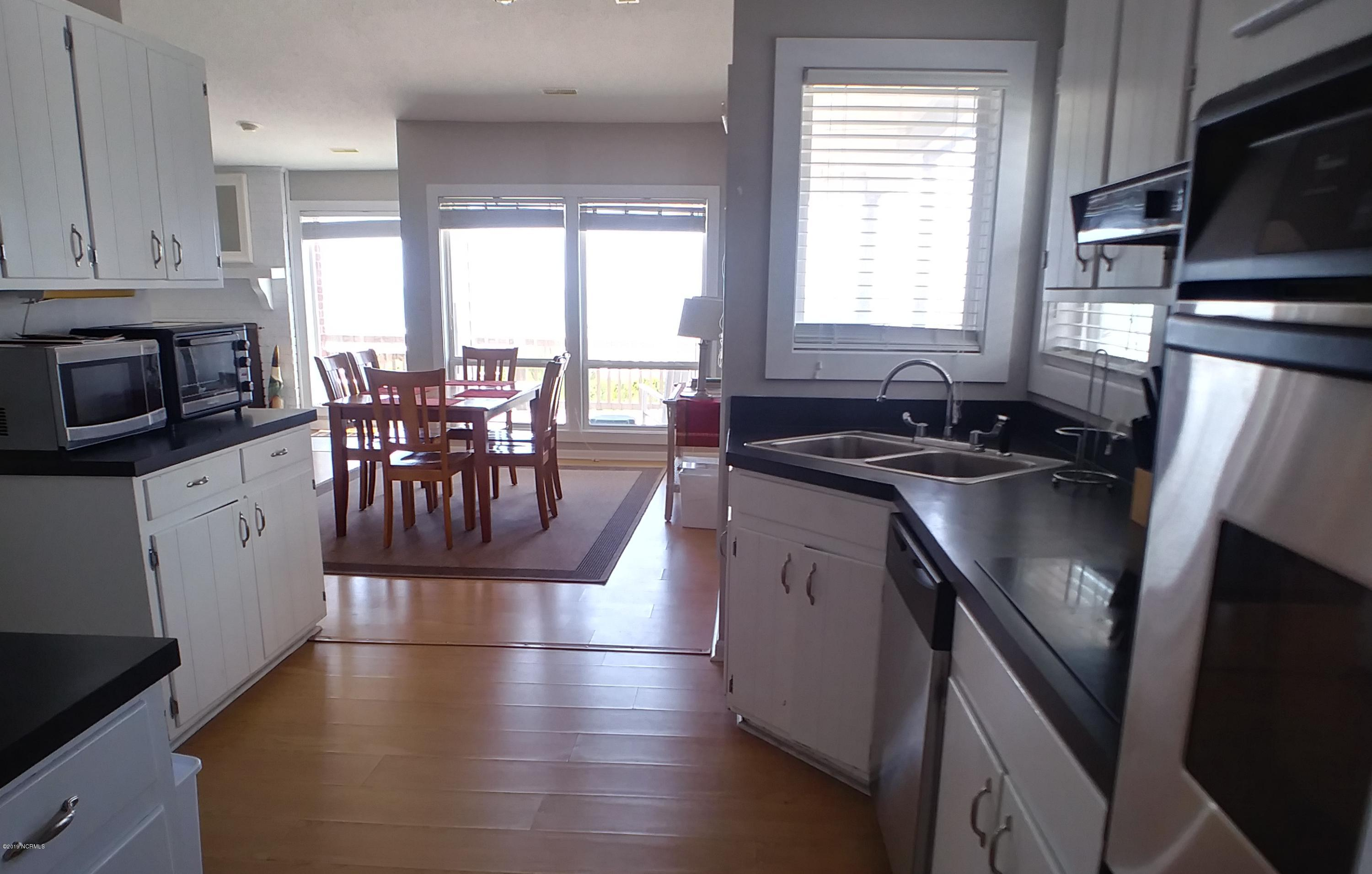 6909 Ocean Drive, Emerald Isle, North Carolina 28594, 3 Bedrooms Bedrooms, 6 Rooms Rooms,2 BathroomsBathrooms,Single family residence,For sale,Ocean,100176466